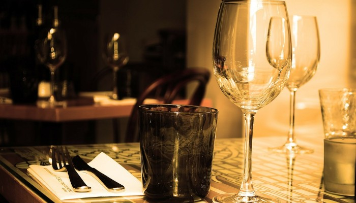 table wine glasses bar