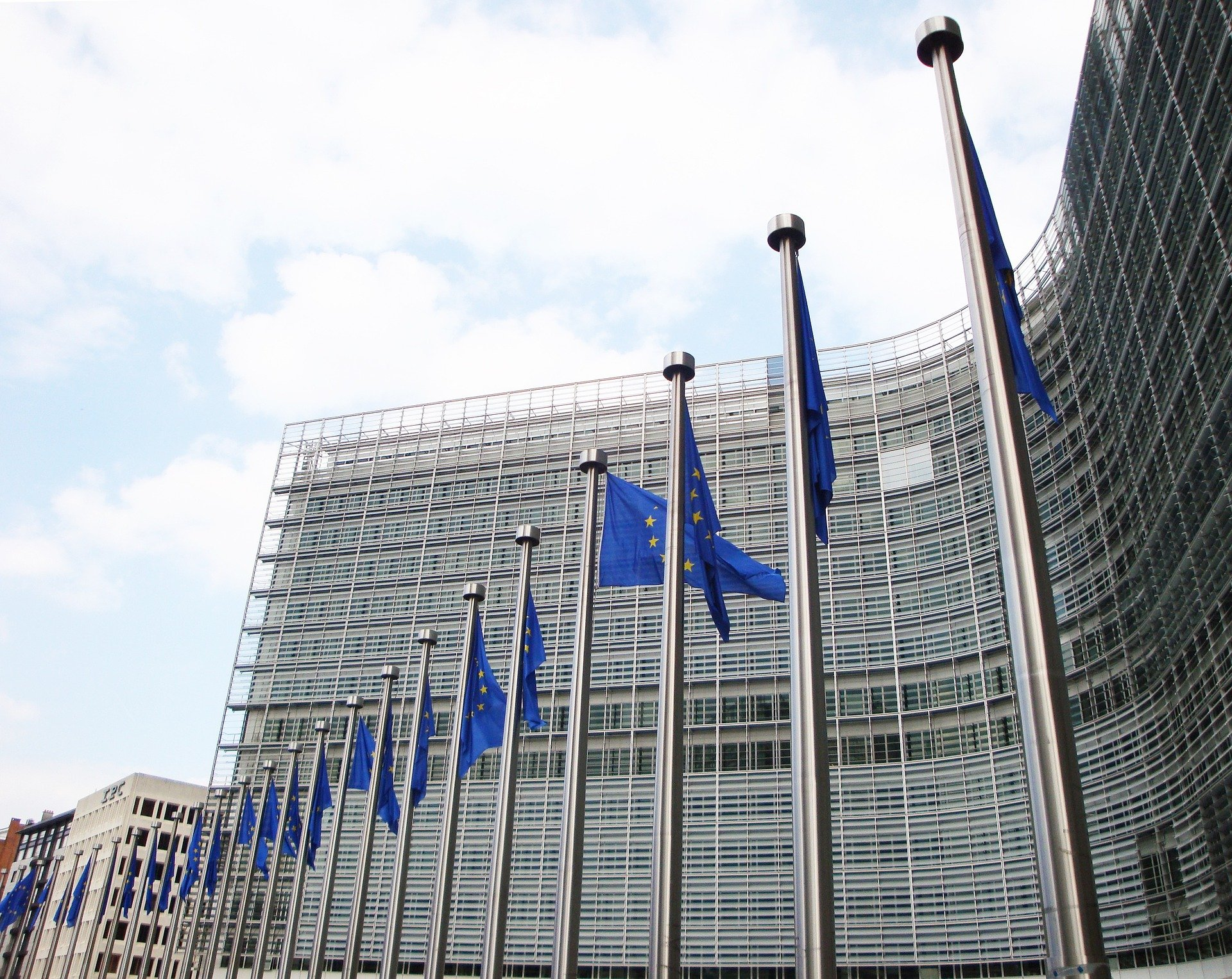 Tribunal: Home Office must prove present risk to deport EU citizens