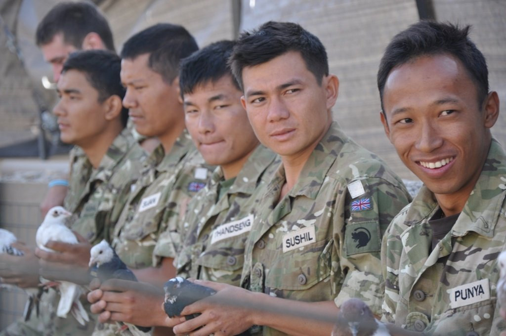 Government to waive settlement fees for Commonwealth soldiers with 12 years' service